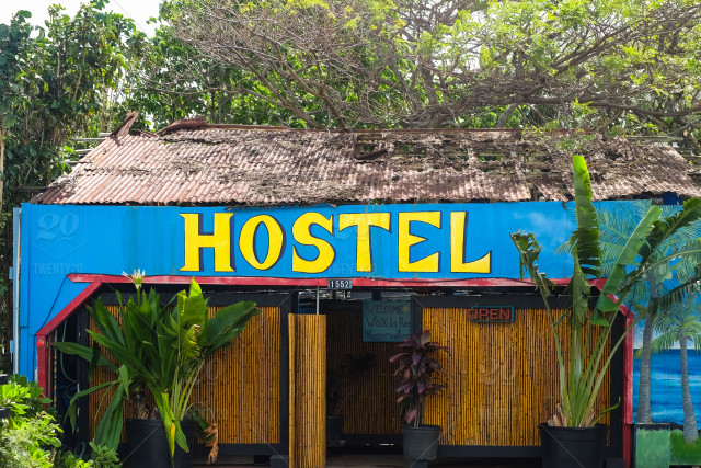 How to make friends in a hostel?